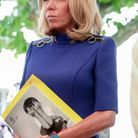 Brigitte Macron en robe bleue Louis Vuitton