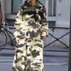 Céline Dion en fourrure camouflage Miu Miu et boots Prada pour la semaine de la Couture