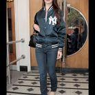Lana del Rey en teddy, jean et baskets