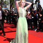 Elle Fanning dans une longue robe verte lors du 70ème Festival International du Film de Cannes
