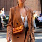 Emily Ratajkowski en blazer long