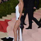Emily Ratajkowski en robe dos nu au MET Gala