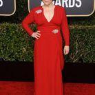 Alex Borstein en robe décolletée rouge