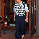 Harry Styles en pull sans manches Lanvin et pantalon Gucci