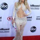 Jennifer Lopez et sa robe plumes