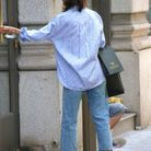 Une chemise oversize et légère pour supporter la chaleur de New York