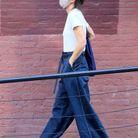 Katie Holmes associe baggy et sandales