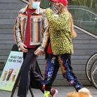 Clara Berry et KJ Apa lookés en promenade