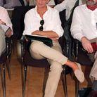 Lady Di porte une chemise blanche et ses mocassins Tod's