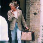 Lady Diana en blazer et sac Diana