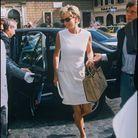 Lady Diana en ensemble Chanel et sac Diana