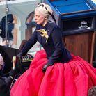 Lady Gaga et sa broche en or