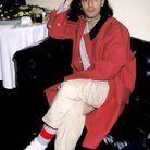 Marc Jacobs en manteau rouge en 1990