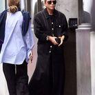 Manteau noir et lunettes de soleil pour Mary-Kate Olsen