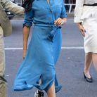 Meghan Markle en robe chemise bleue