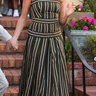 Meghan Markle en robe longue à rayures