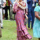 Meghan Markle enceinte en robe à volants satinée