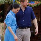 Meghan Markle enceinte en robe chemise bleue