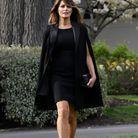 Cape noire signée Givenchy, pochette Dior et escaprins Louboutin, Melania a mis la France à l'honneur.