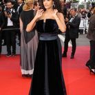 Tina Kunakey et sa longue robe noire