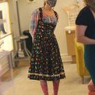 Sarah Jessica Parker en robe fleurie et chemise à carreaux