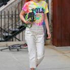 Gigi Hadid et son t-shirt tie and dye à message
