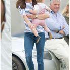 Kate portant George, en juin 2014 durant un match de Polo. Elle a ses pieds ses chaussures bateau Sebago.