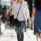 Comme Naomi Watts, on adopte le t-shirt blanc avec une veste de blazer assortie