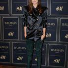 Ana Girardot devant le photocall à la soirée Balmain X H&M