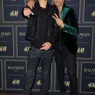 Dudley O'Shaughnessy et Olivier Rousteing complices devant le photocall à la soirée Balmain X H&M
