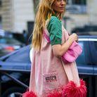 Blanca Miró et sa robe rose à plumes