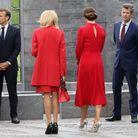 Brigitte Macron et la princesse Mary, de dos, très élégantes en rouge