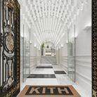 L'entrée du concept-store Kith, à Paris