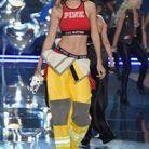 Gigi Hadid présente la ligne Pink de la marque Victoria's Secret en 2015