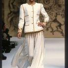 Kate Moss sur le podium du défilé Chanel Haute Couture Printemps-Eté 93