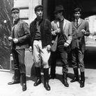 Pierre Cardin révolutionne la mode pour hommes, ici en 1962
