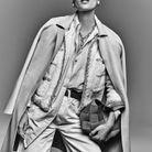 Manteau en laine bouillie biologique, Herno. Veste et boucles d'oreilles, Chanel chez Valois Vintage. Chemise en coton biologique, Ssóne. Jean, Re/...