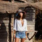 Chemise blanche, short et chapeau