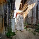 En promenade, entre les cabanes ostréicoles de L'Herbe sur la presqu'île du Cap-Ferret