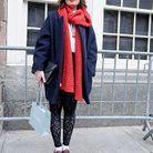 Le bleu et le rouge, c'est lumineux. Le legging en dentelle, c'est tendance. Les plateforms-shoes, le détail fashion de trop ?