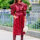 Des bottes seventies avec une robe à manches bouffantes