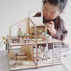 Une maison de poupée en bois