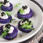 Bouchées de vitelotte, crème fraîche de raifort et caviar