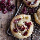 Feuilletés de Noël : Rouleaux brie cranberries