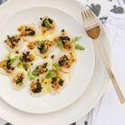 Carpaccio de Saint-Jacques, fruit de la passion et caviar