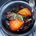 Salade tiède de saumon fumé au panais et navet jaune