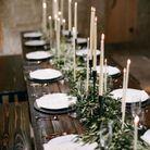Une table de fête sans nappe