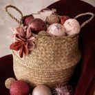 Noël : on décore la maison avec des paniers remplis de boules de Noël
