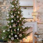 Noël : on décore la maison avec un panier en guise de pied de sapin