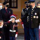 Albert touché par le salut militaire de son fils.